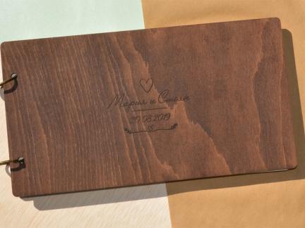 Персонализиран албум с дървени корици